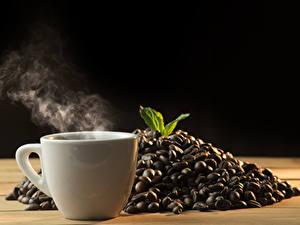 Fotos Kaffee Schwarzer Hintergrund Tasse Dampf Getreide Lebensmittel
