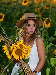 Hintergrundbilder Sonnenblumen Sträuße Blond Mädchen Kleid Der Hut Selina junge Frauen Blumen