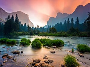 Hintergrundbilder Vereinigte Staaten Park Steine Sonnenaufgänge und Sonnenuntergänge Flusse Wälder Gebirge Landschaftsfotografie Yosemite Kalifornien Gras