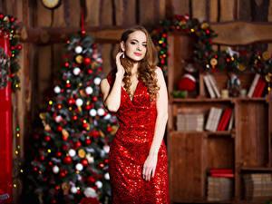Fonds d'écran Nouvel An Aux cheveux bruns Les robes Sapin de Noël