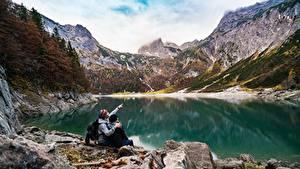 Bilder See Gebirge Steine Felsen 2 Sitzt Ruhen Natur