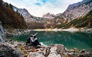 Bilder See Gebirge Steine Felsen 2 Sitzend Ruhen Natur