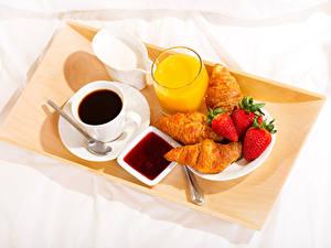 Bilder Kaffee Fruchtsaft Croissant Erdbeeren Konfitüre Frühstück Tasse Trinkglas Lebensmittel