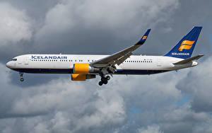 Fotos Boeing Flugzeuge Verkehrsflugzeug Seitlich Icelandair, 767-300W