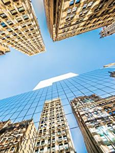 Fotos Wolkenkratzer Gebäude Himmel Vereinigte Staaten Untersicht Ansicht von unten Glas Spiegelung Spiegelbild New York City Manhattan Städte