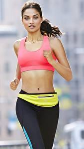 Hintergrundbilder Fitness Lauf Hand Blick Bokeh Brünette junge Frauen