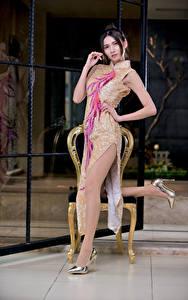 Bilder Asiatisches Pose Kleid Bein Blick Mädchens