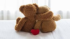 Desktop hintergrundbilder Teddybär Valentinstag Zwei Umarmen Hinten
