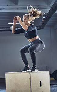 Hintergrundbilder Fitness Turnhalle Körperliche Aktivität Sprung Mädchens
