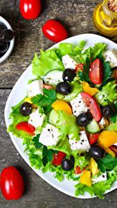 Fotos Salat Gemüse Tomate Oliven Teller Lebensmittel