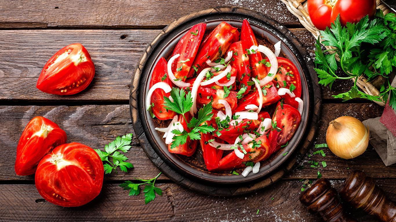 Фотография Помидоры Еда Овощи Салаты Доски 1366x768 Томаты Пища Продукты питания