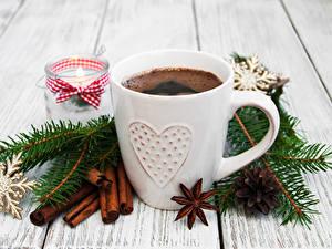 Fotos Neujahr Kaffee Zimt Bretter Tasse Ast Schneeflocken Zapfen Lebensmittel