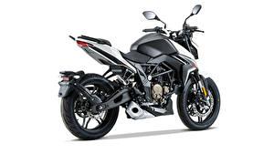 Fotos Schwarz Seitlich Weißer hintergrund Voge 300 R, 2020 Motorräder