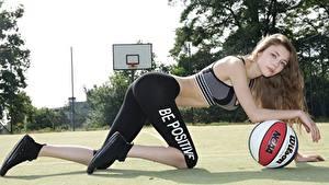 Bilder Fitness Basketball Uniform Braune Haare Blick Ball Mädchens