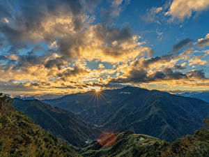 Fotos Taiwan Berg Himmel Morgendämmerung und Sonnenuntergang Landschaftsfotografie Wolke Laubmoose Lichtstrahl