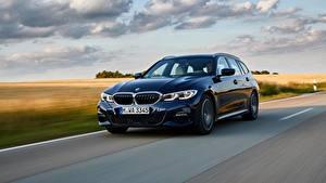 Hintergrundbilder BMW Blau Fahrendes Kombi 3er 2020 G21 330d xDrive Touring auto