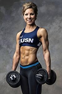Bakgrunnsbilder Fitness Kroppsbygging Grå bakgrunn Ser Smil Hender Manualer Mage Unge_kvinner