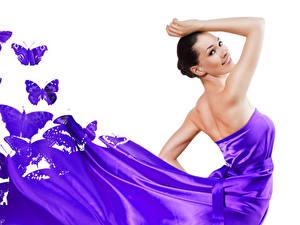 Fotos Schmetterlinge Weißer hintergrund Brünette Lächeln Kleid Violett Mädchens