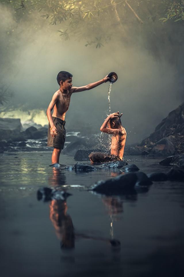 Bilder von Junge Kinder Zwei Bach Asiatische Steine Sitzend 640x960 2