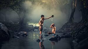 Fotos Asiatische Steine Bäche Zwei Jungen Sitzend Kinder