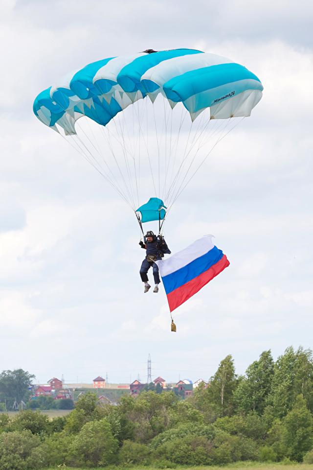 Fotos von Russische Sport Fallschirmspringen Flagge Himmel 640x960
