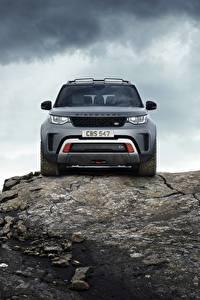Papel de Parede Desktop Pedras Land Rover Rocha Na frente Cinza Metálico Veículo utilitário esportivo Discovery 4x4 2017 V8 SVX 525 Carros
