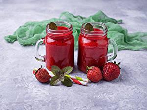 Hintergrundbilder Erdbeeren Smoothie Grauer Hintergrund Becher Weckglas Zwei Lebensmittel