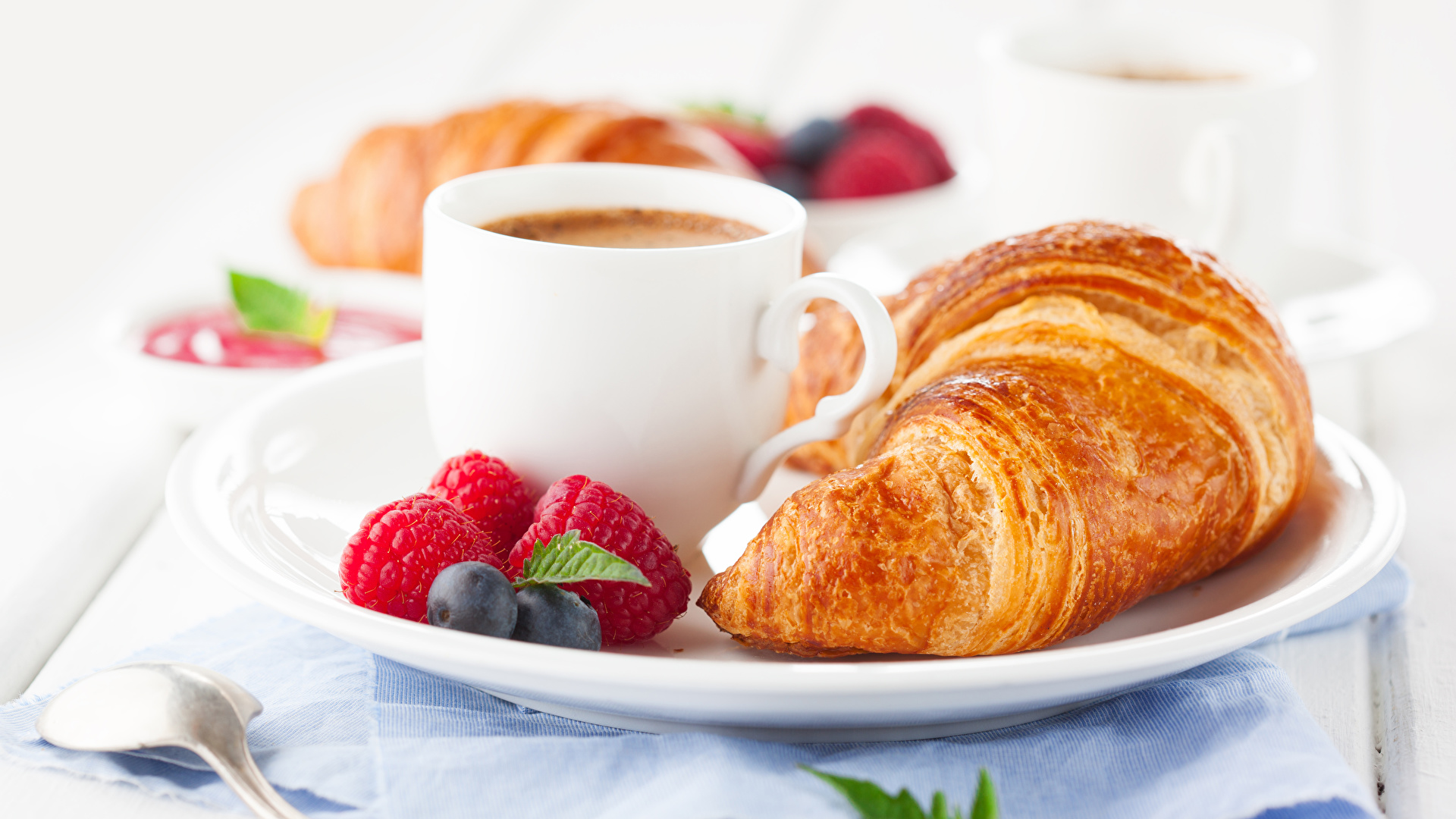 Bilder von Kaffee Croissant Frühstück Himbeeren Heidelbeeren Tasse Lebensmittel 1920x1080