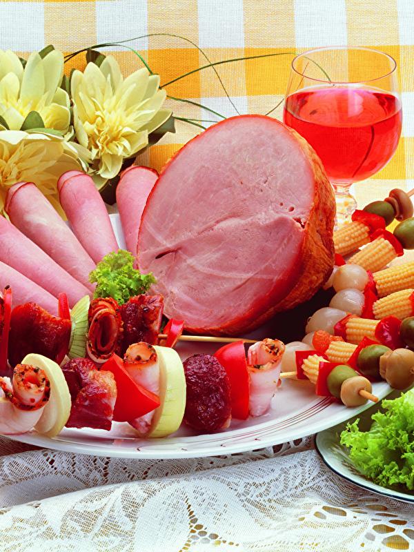 Bilder Wein Schaschlik Schinken Teller Gemüse Lebensmittel Fleischwaren Design 600x800
