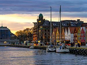 Bilder Norwegen Abend Haus Flusse Bootssteg Bergen