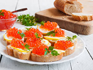 Fotos Butterbrot Meeresfrüchte Caviar Brot Bretter Teller