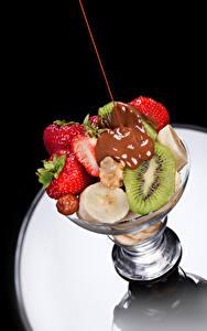 Fotos Obst Schokolade Erdbeeren Chinesische Stachelbeere Lebensmittel