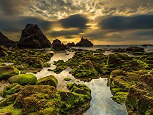 Hintergrundbilder Portugal Küste Stein Himmel Abend Felsen Laubmoose Wolke Praia da Ursa Sintra Natur
