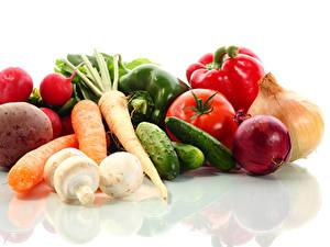 Hintergrundbilder Gemüse Tomate Mohrrübe Gurke Zwiebel Radieschen Weißer hintergrund Lebensmittel