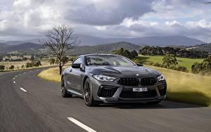 Hintergrundbilder BMW Wege Bewegung Coupe Grau Metallisch M8 Competition, 2020, AU-version Autos