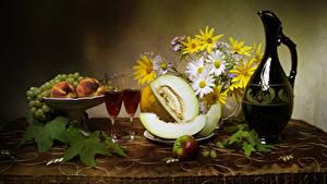 Fotos Stillleben Sträuße Wein Melone Pfirsiche Weintraube Äpfel Kanne 2 Weinglas das Essen