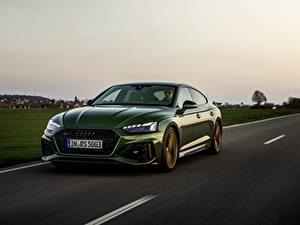 Bilder Audi Straße Fahren Grün Metallisch RS5 Sportback, 2020 auto
