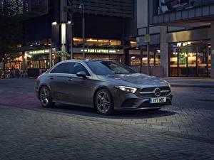 Bilder Mercedes-Benz Graue Limousine 2019 A 250 AMG Line automobil