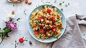 Hintergrundbilder Die zweite Gerichten Nussfrüchte Chrysanthemen Fleischwaren Tomate Teller Makkaroni