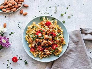 Hintergrundbilder Die zweite Gerichten Nussfrüchte Chrysanthemen Fleischwaren Tomate Teller Makkaroni das Essen