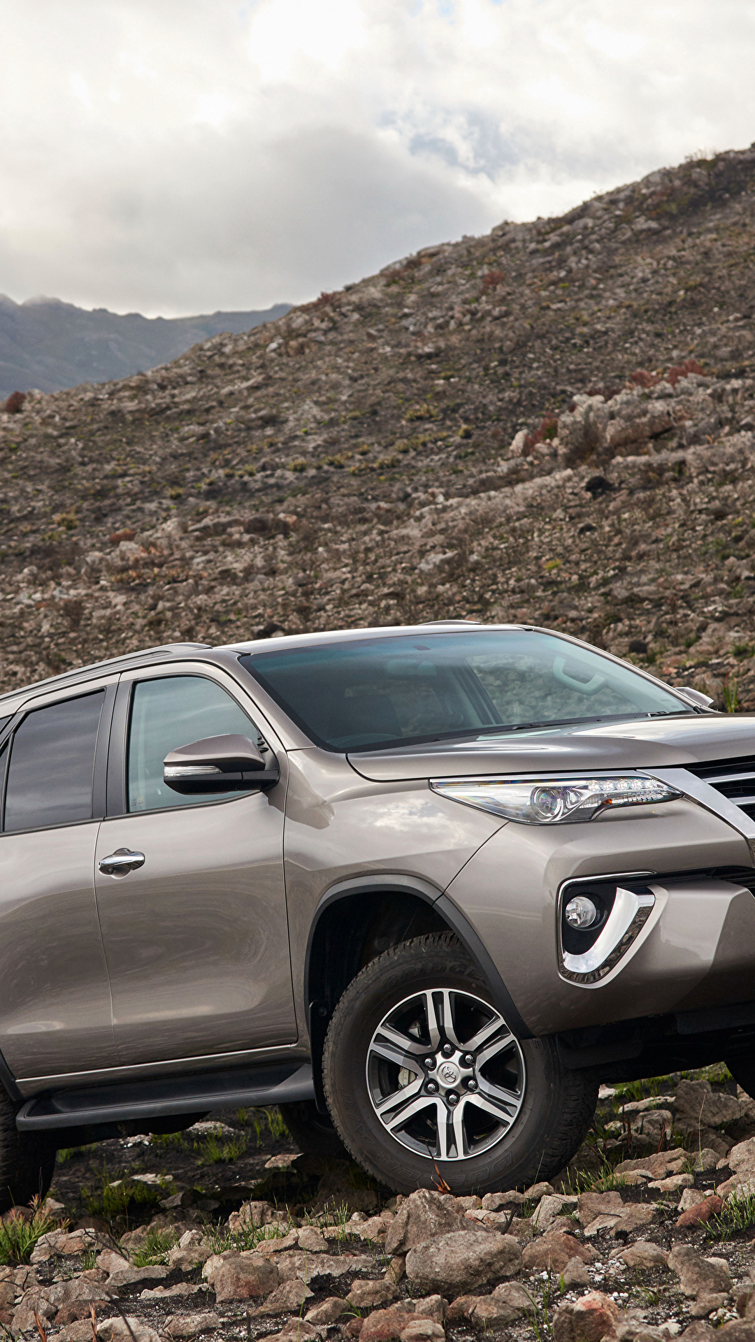 Photos Toyota 2016 Fortuner Auto Metallic 1080x1920