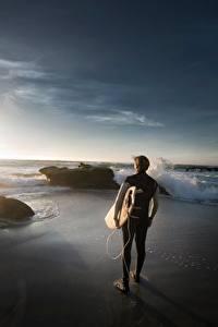 Fotos Stein Sonnenaufgänge und Sonnenuntergänge Mann Wellenreiten Strände sportliches