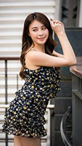 Hintergrundbilder Asiatische Kleid Hand Starren Mädchens