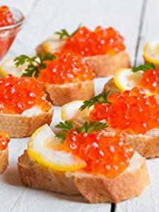 Bilder Meeresfrüchte Kaviar Butterbrot Brot Bretter Lebensmittel