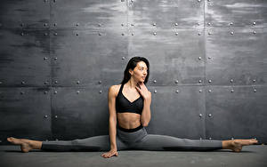 Hintergrundbilder Fitness Brünette Spagat Hand Mädchens Sport