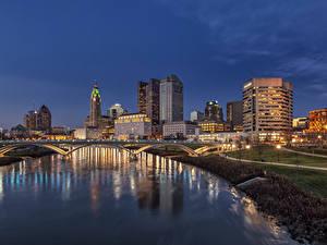 Fotos USA Gebäude Flusse Brücken Abend Straßenlaterne Columbus Ohio Städte
