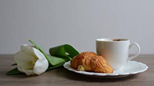 Bilder Croissant Tulpen Teller Tasse Lebensmittel