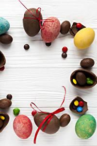 Hintergrundbilder Ostern Schokolade Bonbon Süßigkeiten Bretter Ei Lebensmittel