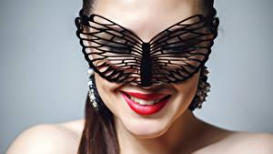 Hintergrundbilder Maske Grauer Hintergrund Gesicht Rote Lippen Make Up Lächeln Mädchens