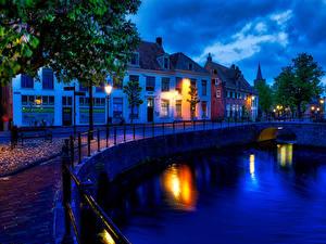 Hintergrundbilder Niederlande Gebäude Kanal Zaun Nacht Straßenlaterne Amersfoort canals Städte